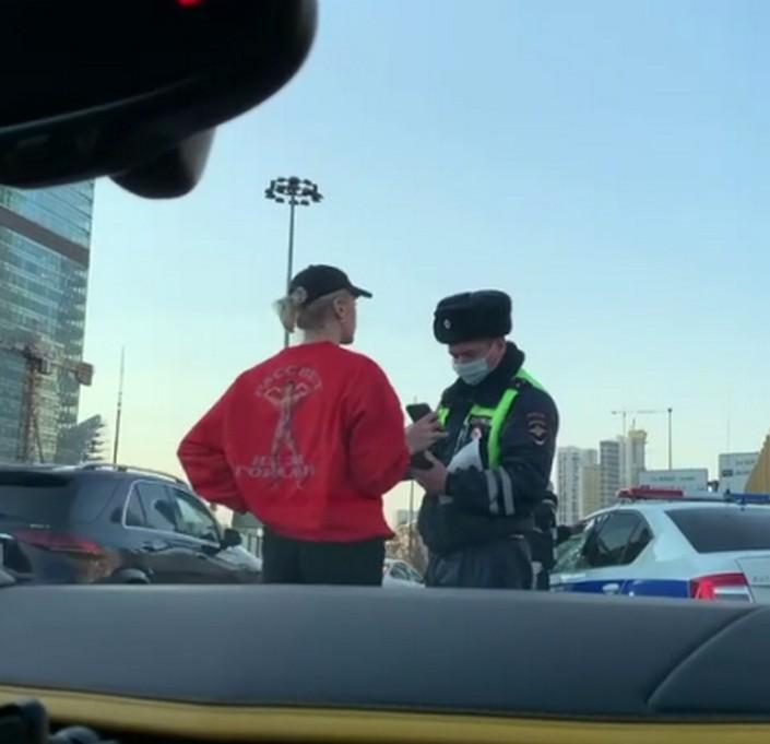 За 8 месяцев Настя Ивлеева нарушила правила дорожного движения около 200 раз и, похоже, меняться не собирается