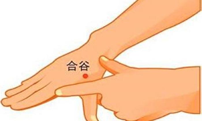 Таблетки не нужны: какие точки на теле помассировать, чтобы устранить зубную боль
