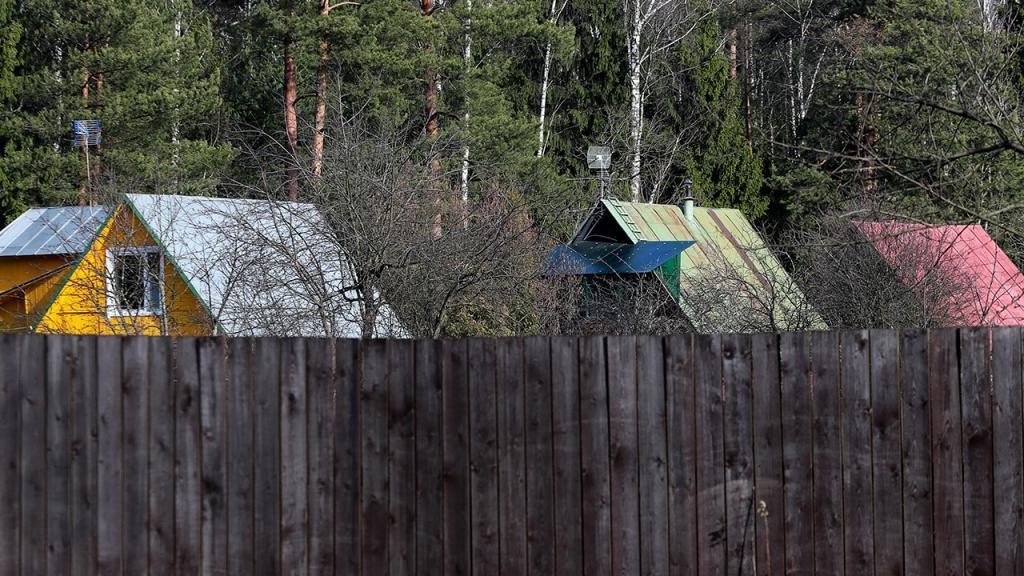 Россиянам объяснили, за установку какого забора на своем участке они могут получить штраф