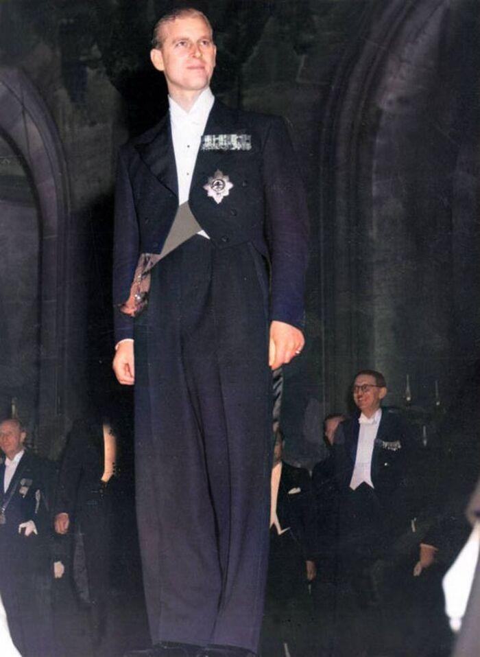 Он мог быть «весьма пугающим»: королевский биограф рассказал, как принц Филипп защищал королеву