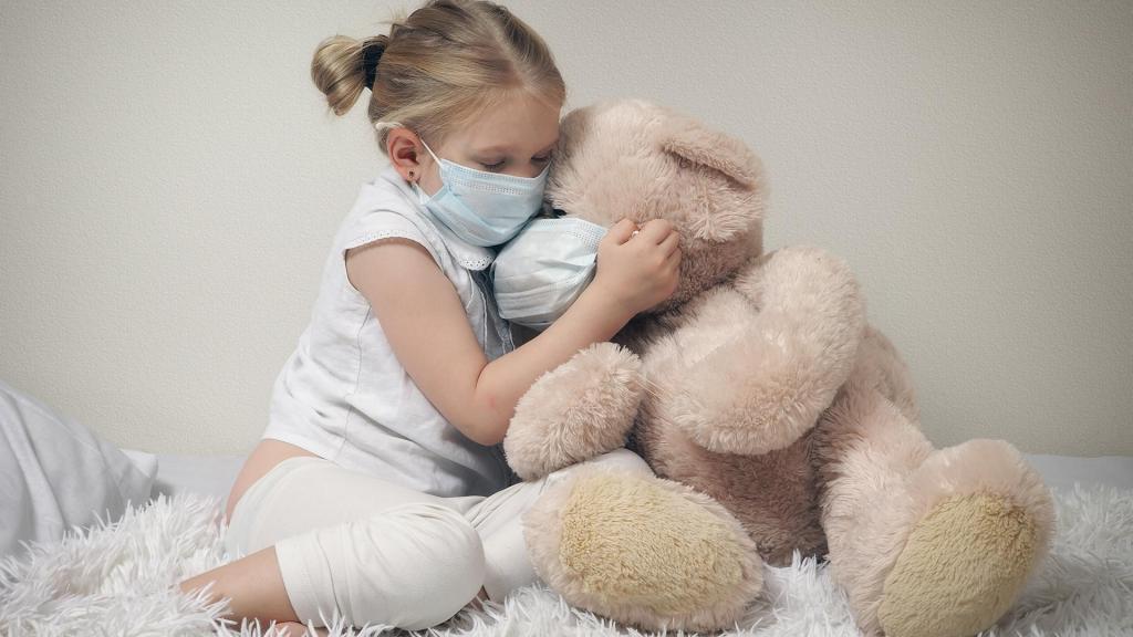 Мутации зарубежных штаммов коронавируса стали распространяться среди детей. Учитываем этот факт при планировании отпуска