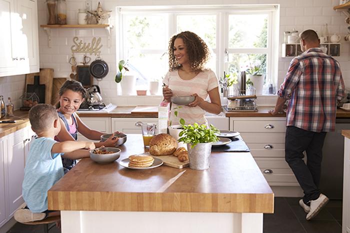 Приготовление еды - это беспроигрышный вариант (руки заняты): простые способы уменьшить время, проведенное со смартфоном