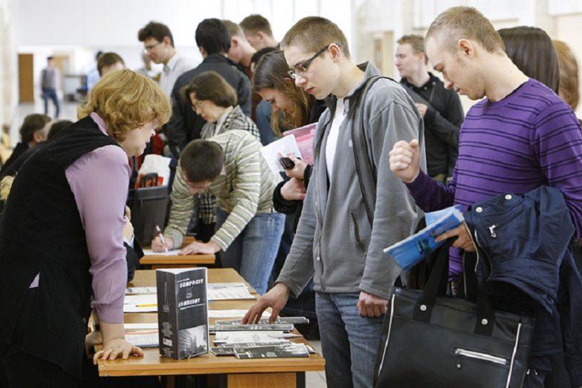 Молодежная безработица в России из-за пандемии выросла лишь на 1%: где молодежи проще всего найти работу