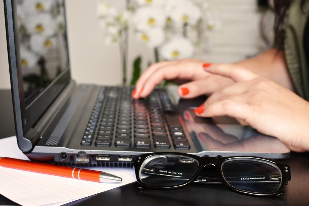 Соблюдать температурный режим и не заряжать постоянно: эксперт рассказал, как продлить срок службы ноутбука