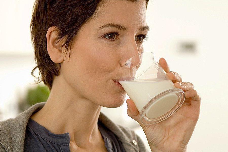 Из чего сделано миндальное молоко и насколько оно полезнее коровьего: мнение диетолога