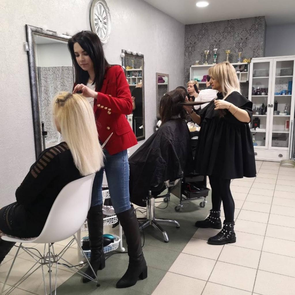 Клиенту — не опаздывать, стилисту — мыть руки: какие ошибки допускают посетители салонов красоты и как правильно выбрать место для смены имиджа