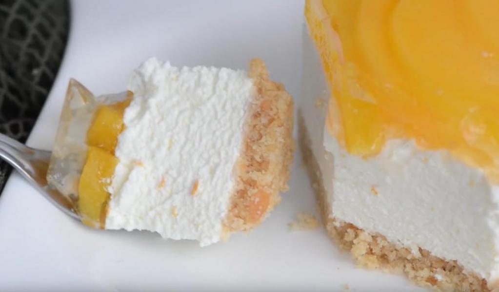 Персиково-апельсиновый пирог с нежным сырно-сливочным кремом: готовится быстро, без выпечки и из простых продуктов