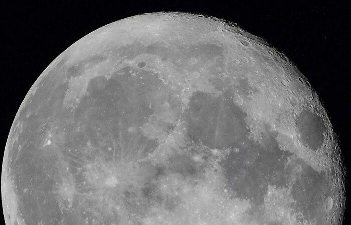 Российские инженеры планируют создать систему обеспечения водой лунной базы и межпланетной космической станции. Начать должны уже в 2022 году