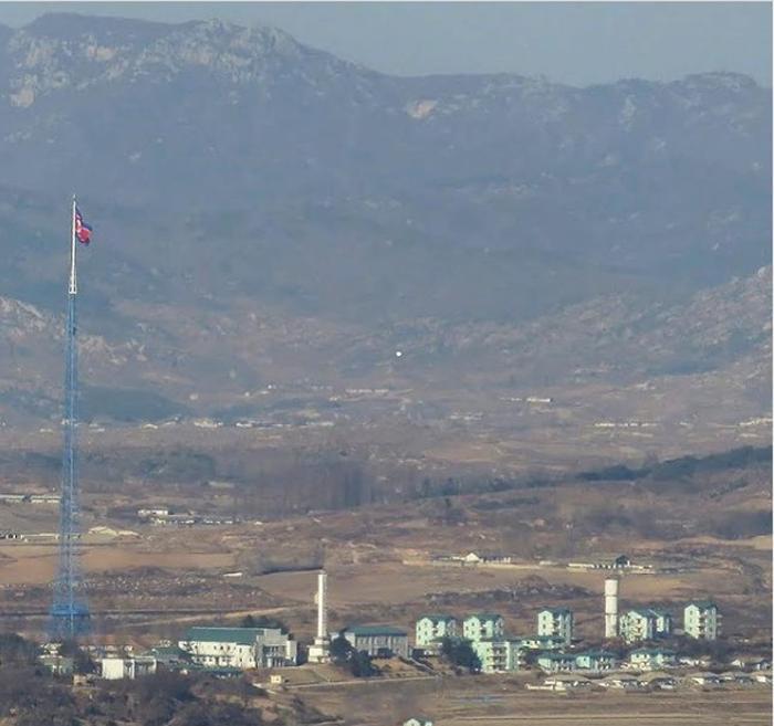 Пропагандистская деревня Киджонг-тонг, символизирующая достаток жителей Северной Кореи, на самом деле город-призрак