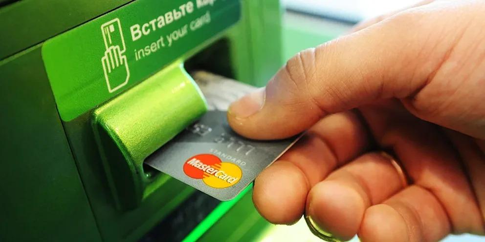 Раритет не нужен? В Сбербанке рассказали, какая участь ждет банковские карты к 2025 году