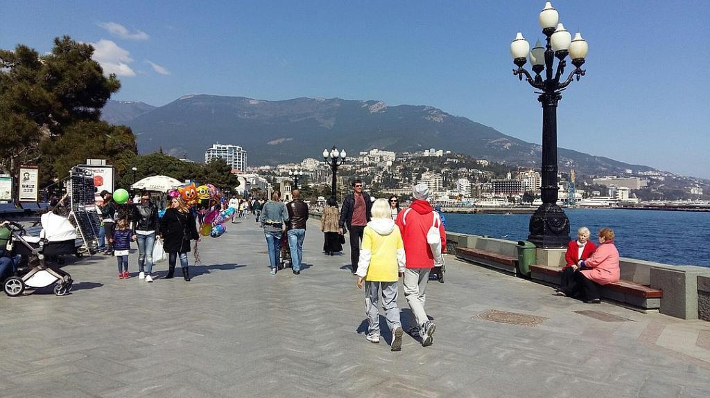 После закрытия Турции россияне ринулись скупать путевки на российские курорты, в частности в Крым