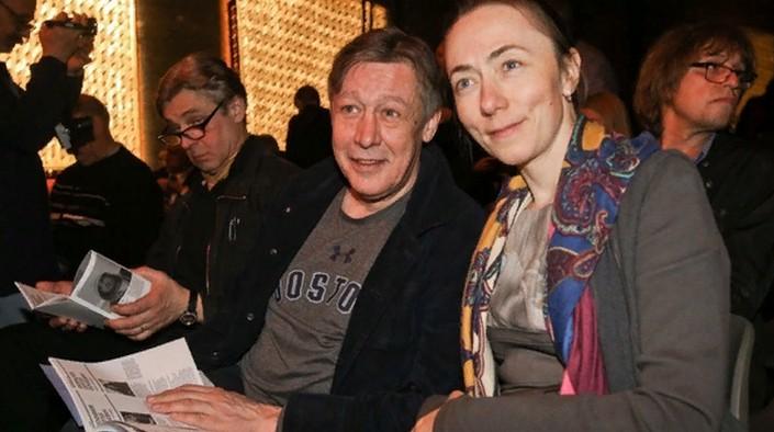 Заключенные называют дядей Мишей, Охлобыстин пишет письма, а недавно состоялась первая встреча с женой: как живет Михаил Ефремов