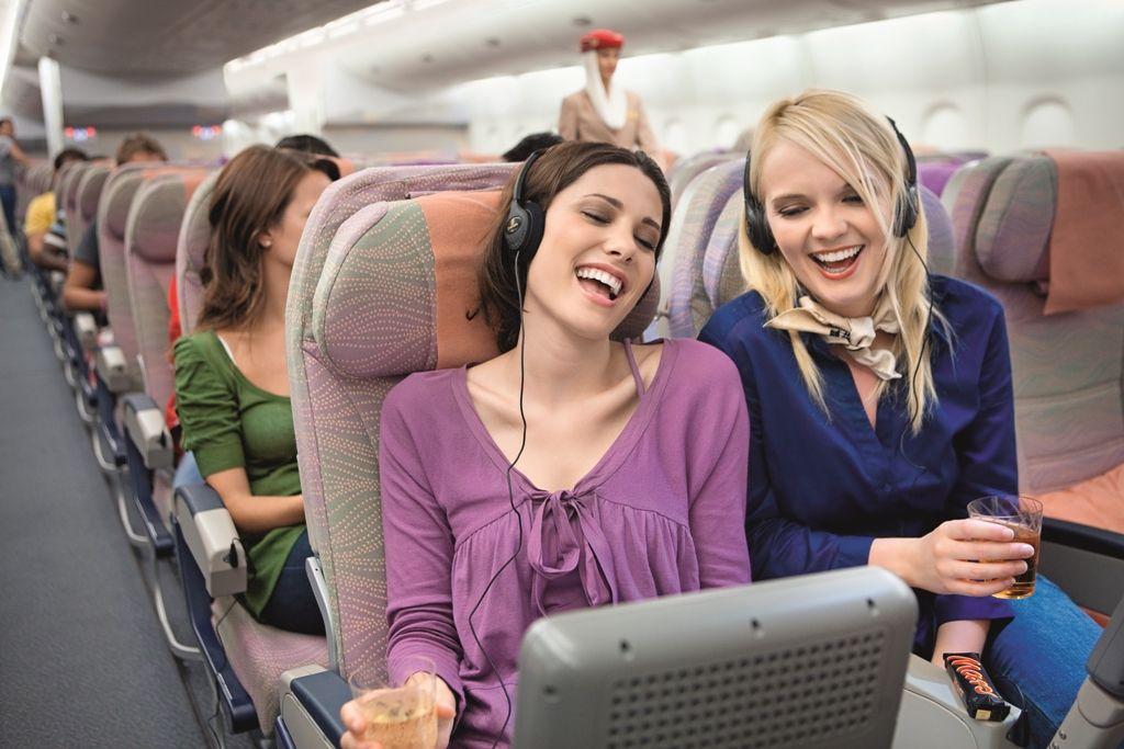 Джинсы скинни: опрос показал, что люди, которым они нравятся, любят байки, не садятся у окна в самолете и имеют другие особенности