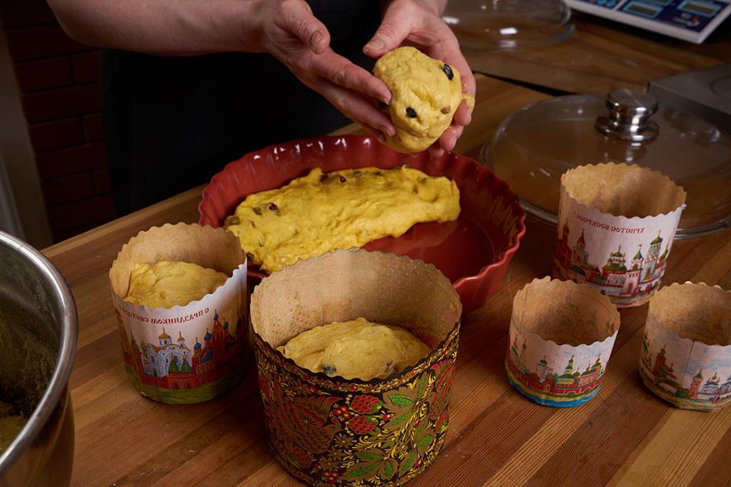 Куличи не поднимаются. Шесть грубых ошибок, которые допускают хозяйки, пока готовят тесто. А потом расстраиваются
