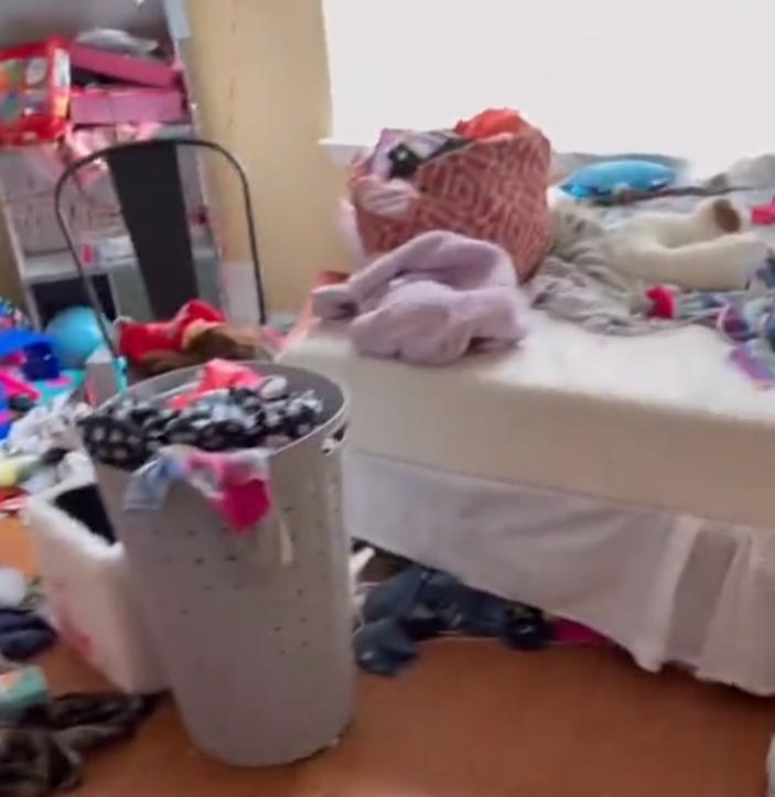 Предупредили за неделю и установили крайний срок: как заставить ребенка убрать в своей комнате
