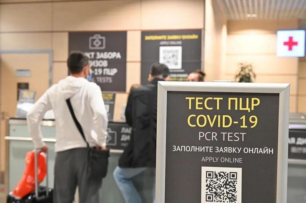 Роспотребнадзор обязал россиян, возвращающихся в Россию любым видом транспорта, сдавать тест на коронавирус