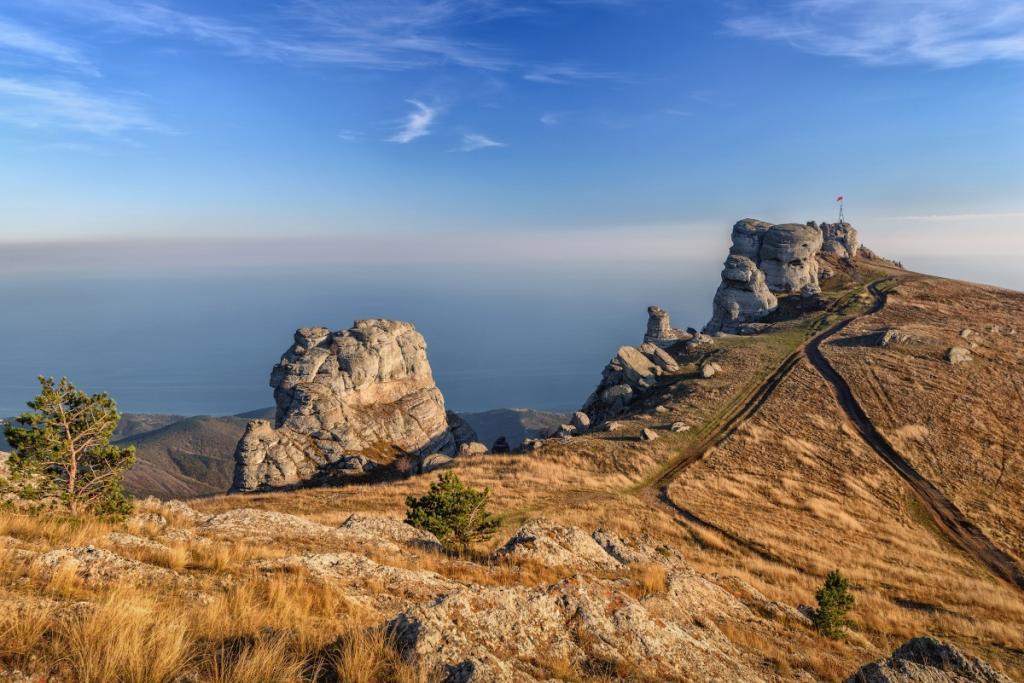 Россияне поедут в Крым вместо Турции: 10 интересных туристических маршрутов по любимому региону страны