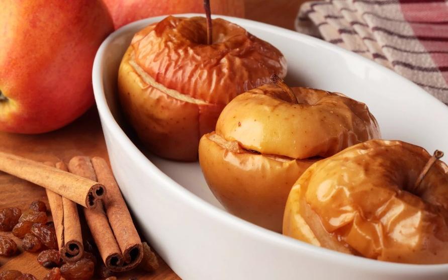 Вдыхать запах ванили или съесть запеченное яблоко: как постепенно отказаться от сладкого