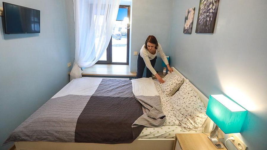 В Ростуризме рассказали, что некоторые отели отменяют ранее сделанные туристами брони на май, чтобы перепродать размещение по более высоким ценам