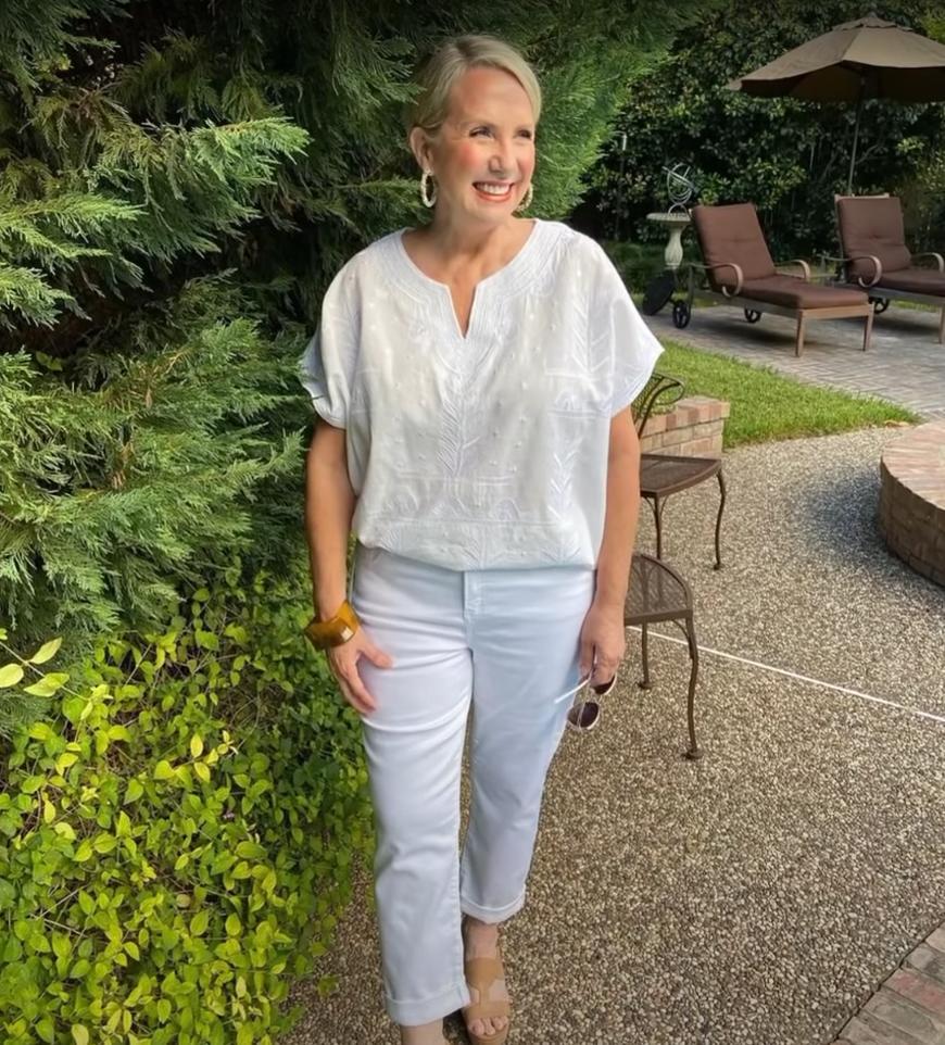 """Принять возраст и понять, что все еще впереди: как создать свой """"весенний"""" стиль женщине старше 60 (советы и примеры)"""