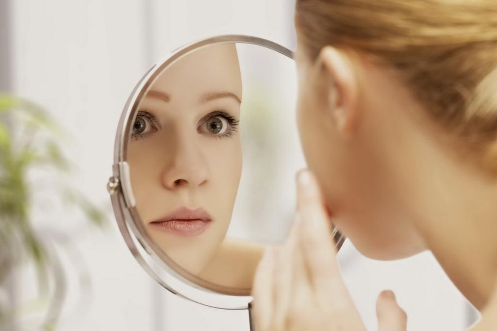 Ученые из Японии выяснили, почему важно рассматривать свое отражение в зеркале