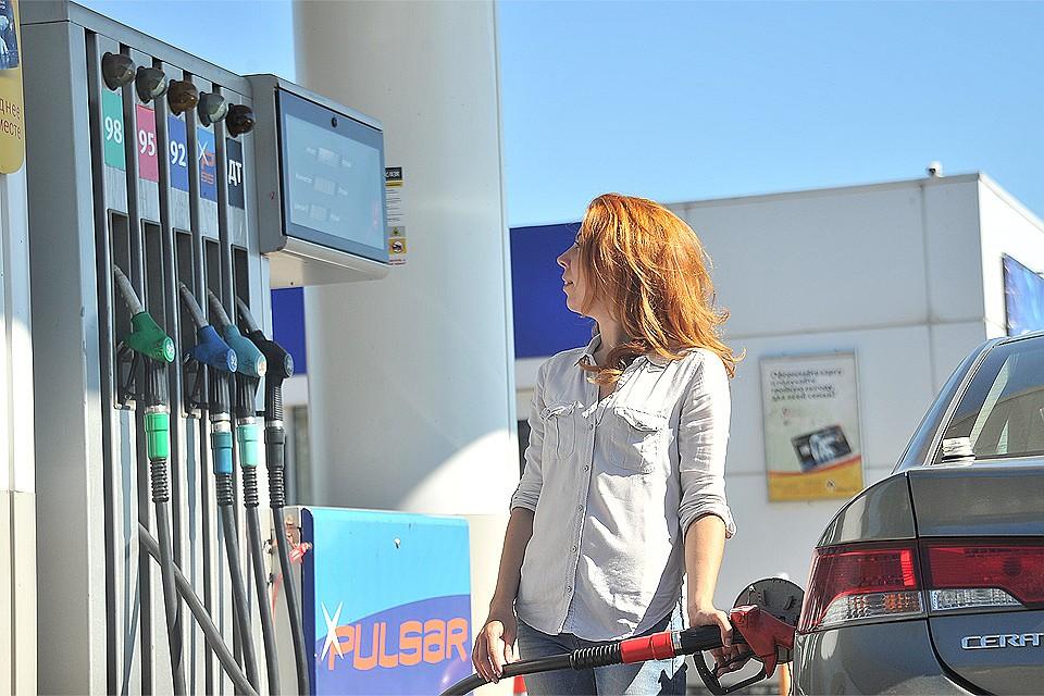Цены на бензин в Москве неожиданно перестали расти, что произошло впервые за последние несколько месяцев