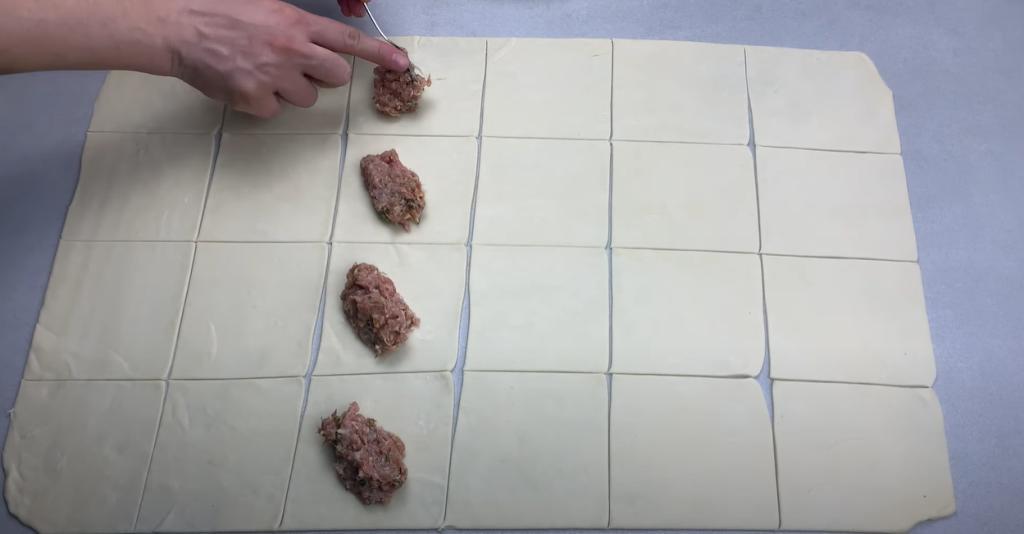 Что получится, если заменить капусту тестом: готовим непривычные голубцы в сковороде