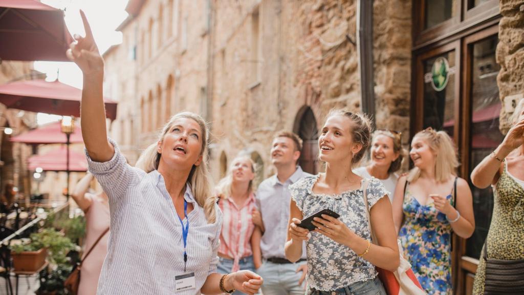 Гиды, экскурсоводы и проводники на туристских маршрутах будут проходить обязательную аттестацию, а иностранные граждане работать в России гидами не смогут