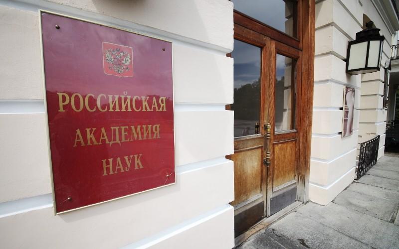 В РАН рассказали, насколько с 2012 года увеличилось число ученых, уезжающих из России за границу