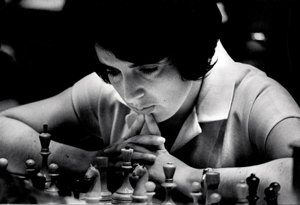 Женщина, которая играет: что мы знаем о первой в мире женщине-гроссмейстере Ноне Гаприндашвили