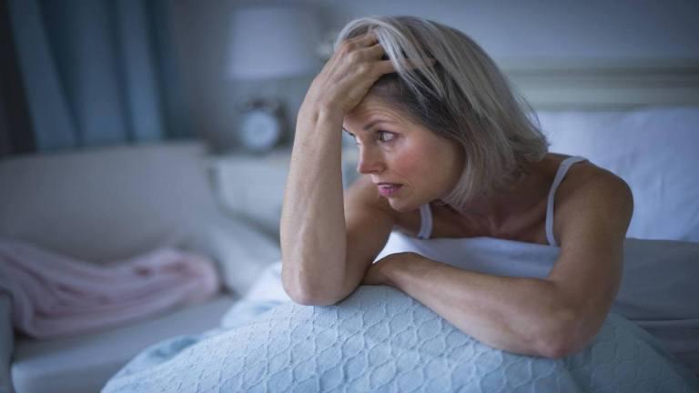 Бессонница у женщин: ученые рассказали, в чем причина плохого сна (она связана с питанием)