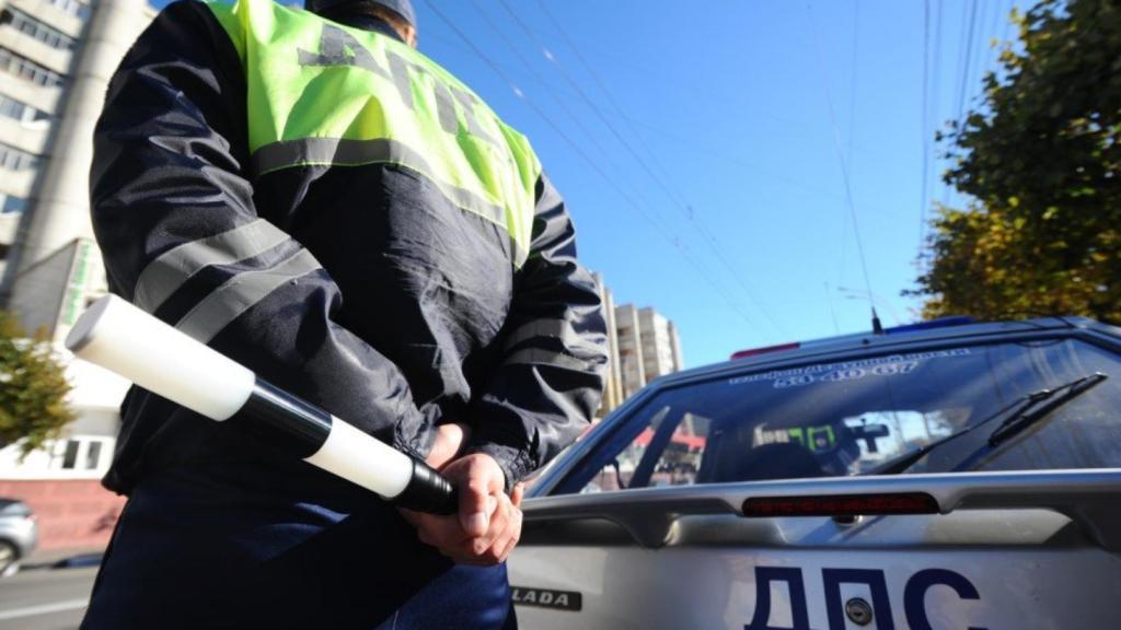 За отсутствие противосолнечных козырьков и несоответствующие шины инспекторы ГИБДД смогут штрафовать водителей