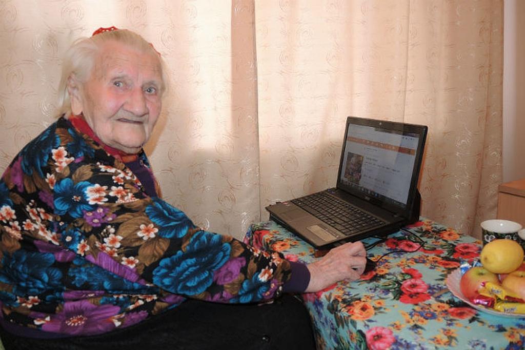 Ученые выяснили, что частое использование Интернета пожилыми людьми оказалось полезно для их психического здоровья в условиях изоляции