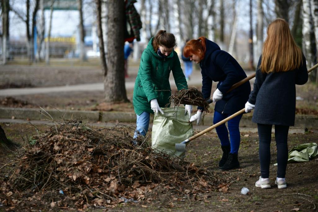 Треть россиян пойдут на апрельские субботники: что надеть на мероприятие, чтобы комфортно и приятно провести время