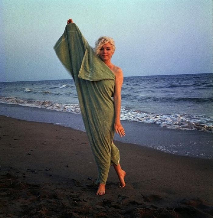 1962 год, актрисе 36 лет. Последняя фотосессия Мэрилин Монро, для которой понадобилось только полотенце