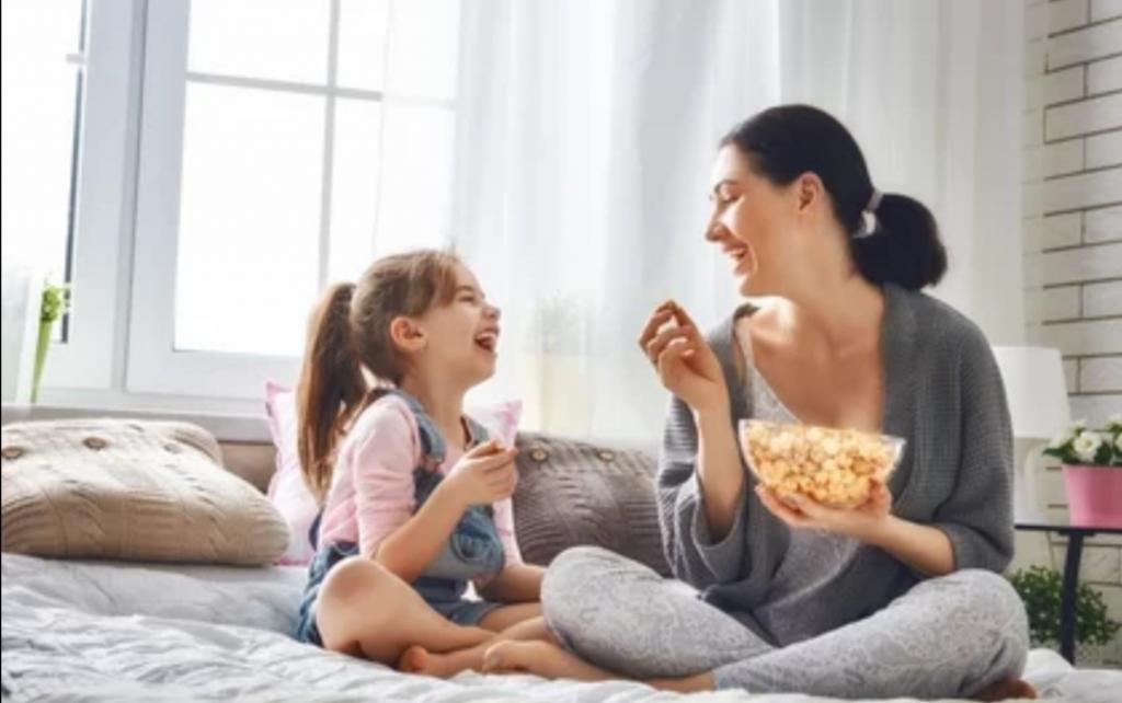 Девочка должна любить себя с детства: мощные слова от мамы, которые помогут вселить в дочь уверенность