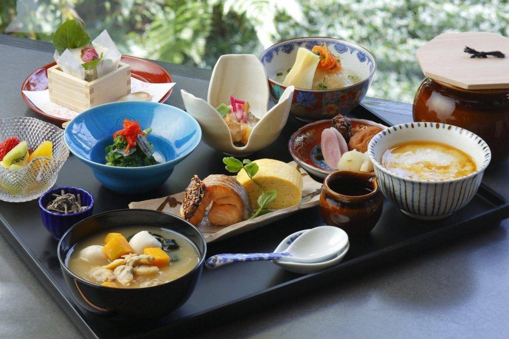 Четыре особенности приёма пищи: в Китае назвали причины долголетия японцев