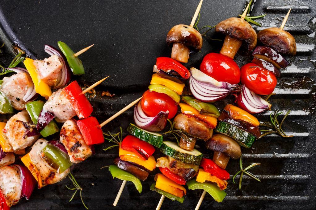 """""""Мариновать всего пару часов"""": эксперт назвал главную ошибку при приготовлении шашлыка. Что еще может навредить любимому мясному блюду на мангале"""