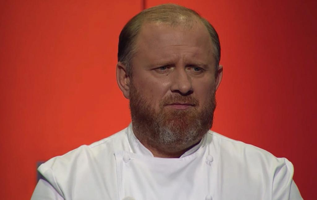 Это сейчас он самый грозный шеф. 20 лет назад Константин Ивлев был совсем другим (фото повара в молодости)