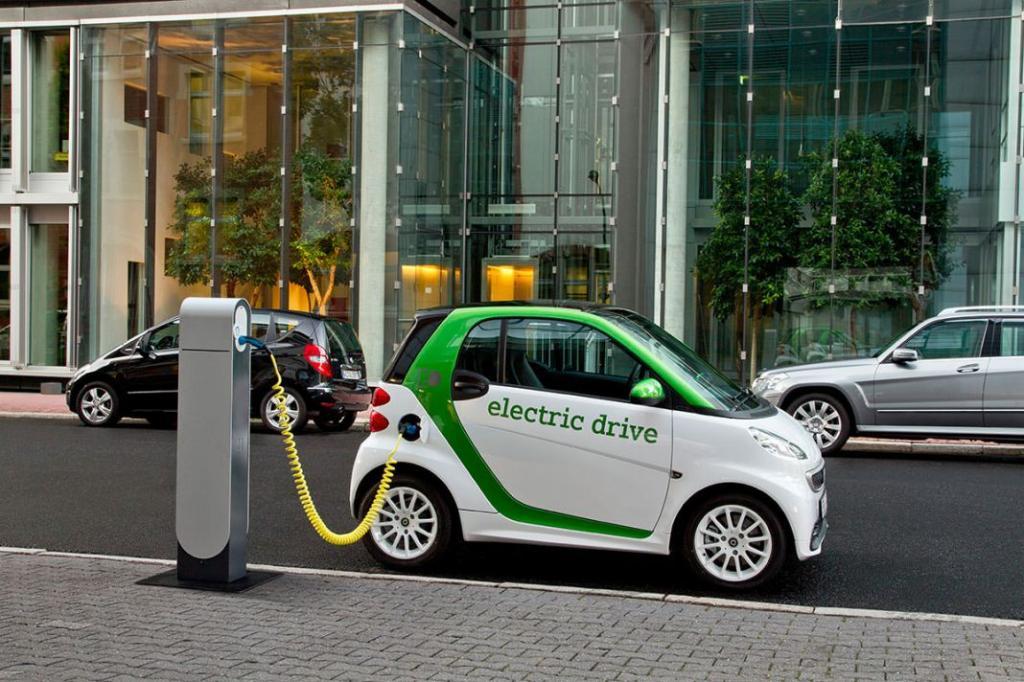 Электромобили безопаснее традиционных автомобилей. Они способны свести к минимуму количество аварий на дорогах