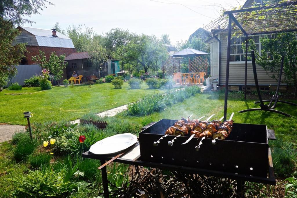 Майские праздники лучше всего провести за городом или на даче в кругу семьи - рекомендует Роспотребнадзор