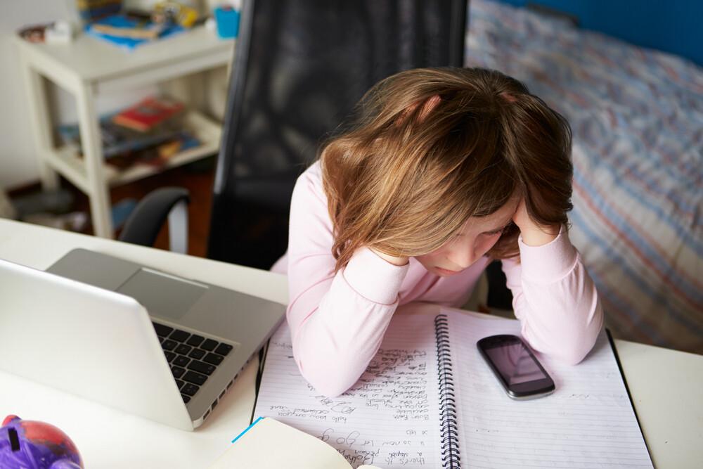 Каждый четвертый подросток испытал травлю в Интернете: как помочь ребенку справиться с проблемой и избежать новых случаев