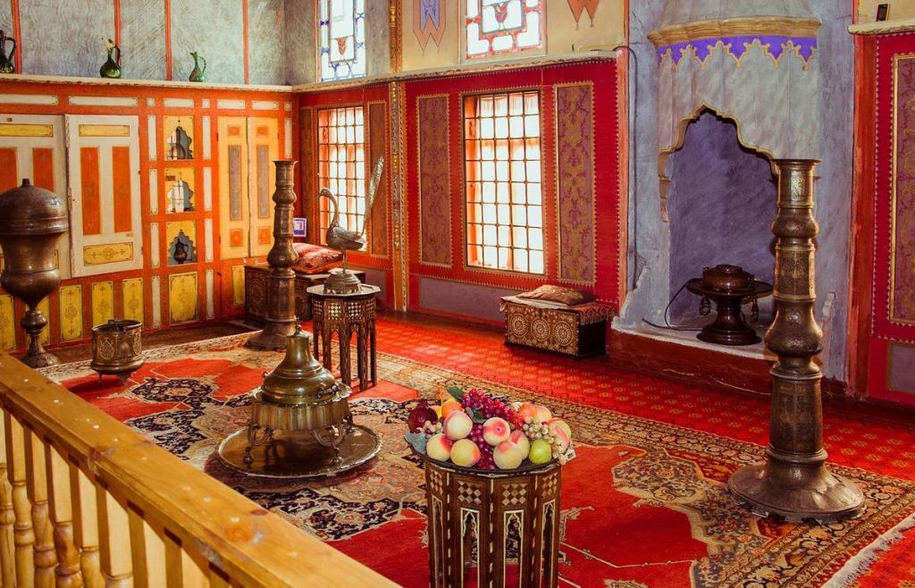 Неприступная крепость и древнейшая мечеть: следы каких восточных империй сохранились в России