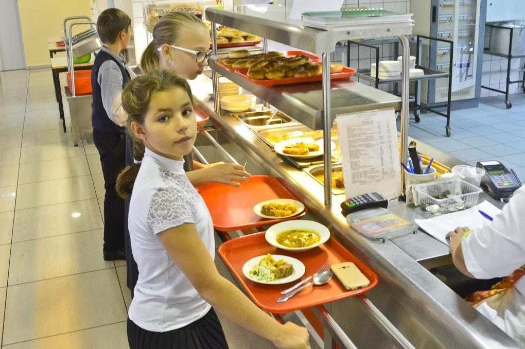 Мама знает лучше: с 1 сентября 2021 года школьное питание будут контролировать родители. Как это внедряется на данный момент