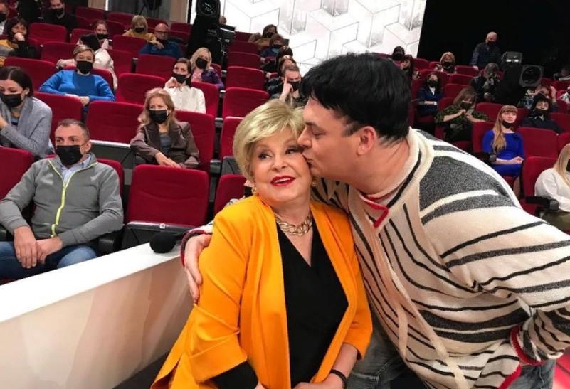 """""""А почему нет?"""" 78-летняя Ангелина Вовк не возражает против свадьбы с Юлианом, но он говорит, что это домыслы"""
