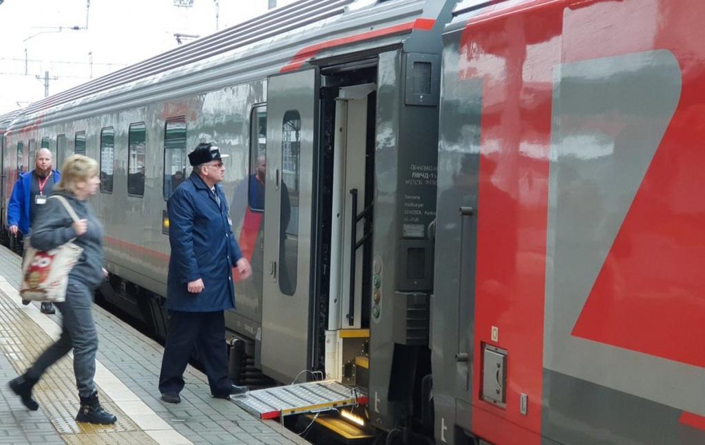 В связи с возросшим спросом на поездки в праздничные дни мая РЖД увеличит количество дополнительных поездов по самым популярным направлениям