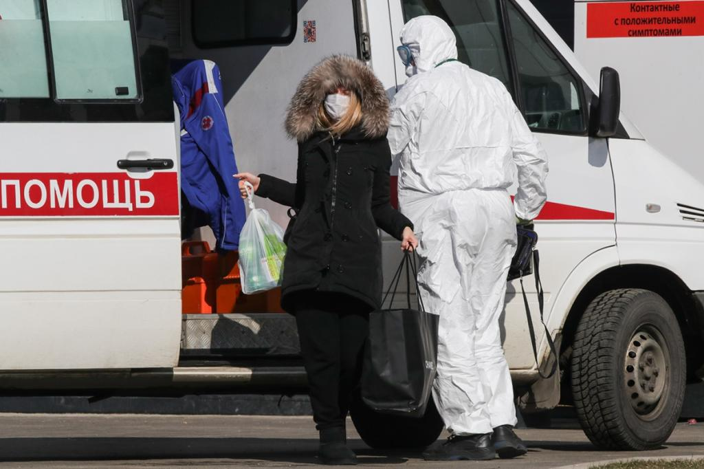 Те, кто подхватил мутировавшие штаммы COVID-19, способны заразить до 23 человек: россиянам рассказали о схеме заражения разными видами коронавируса