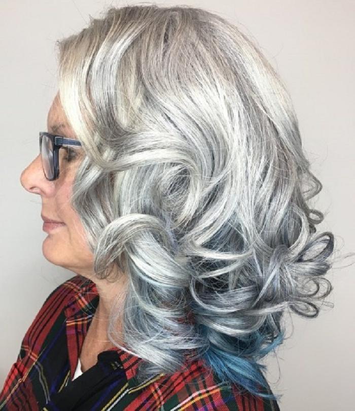 Если хочется оставить длину: стильные стрижки для женщин старше 50
