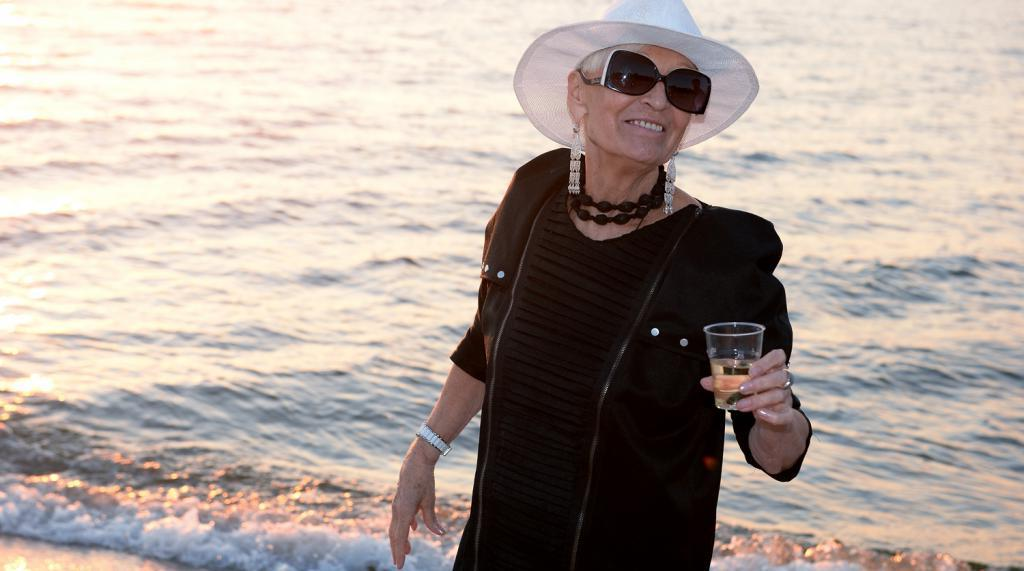 Контрастный душ, йога и никакой еды после шести: как 80-летняя Светлана Светличная поддерживает свою красоту и стройность