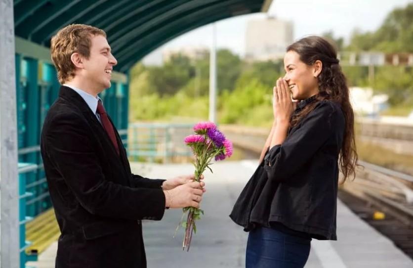"""""""Вы должны быть спонтанными, радостными, независимыми и веселыми"""", — эксперт по отношениям о первых свиданиях"""